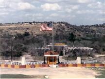 http://condorcuba.files.wordpress.com/2012/01/base-militar-de-retencion-de-la-bahia-de-guantanamo.jpg?w=216&h=162